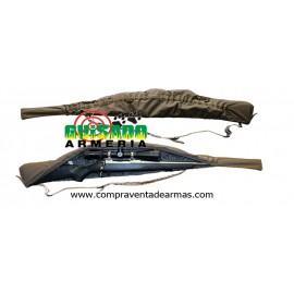 Funda para transporte de arma en acción de caza.